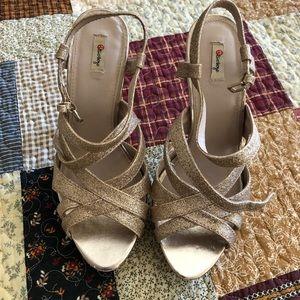 Olsenboye gold strappy heels